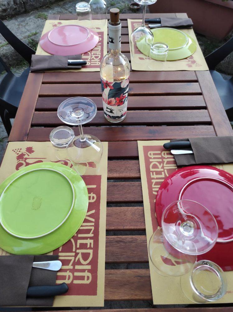 La Vineria Senza Cucina - particolare di un tavolo