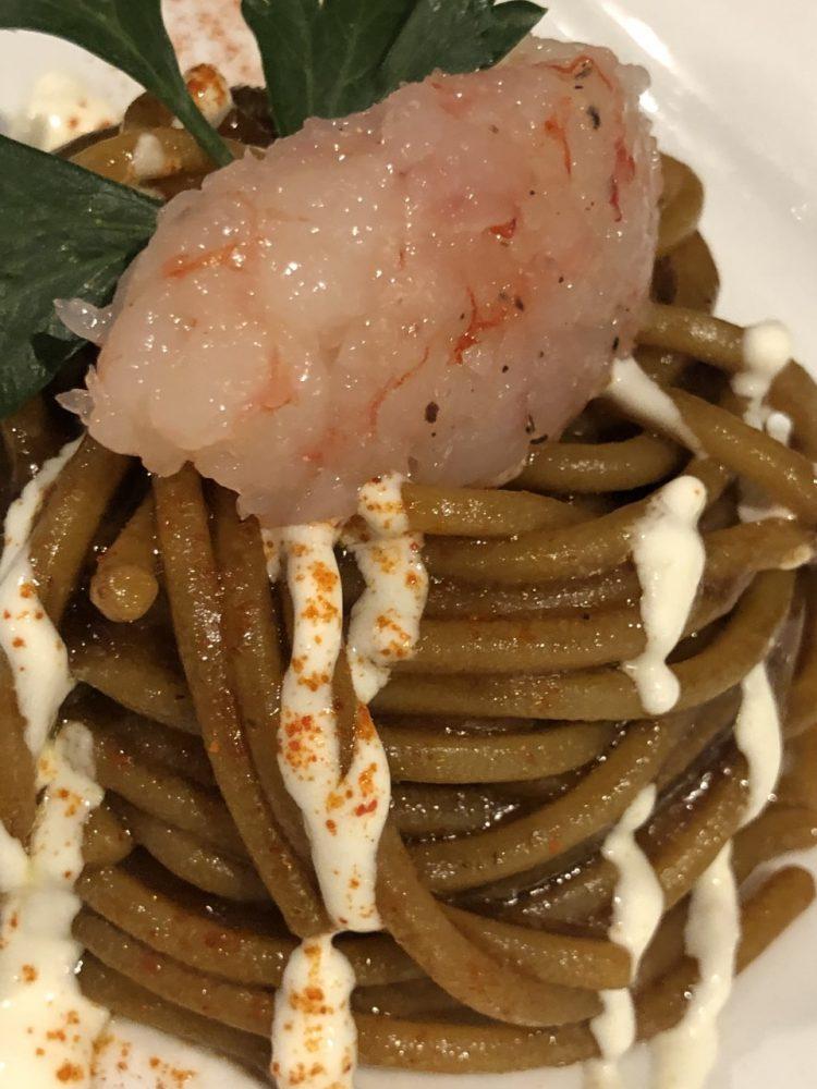Nautilus - spaghettone, aglio fermentato e gamberi