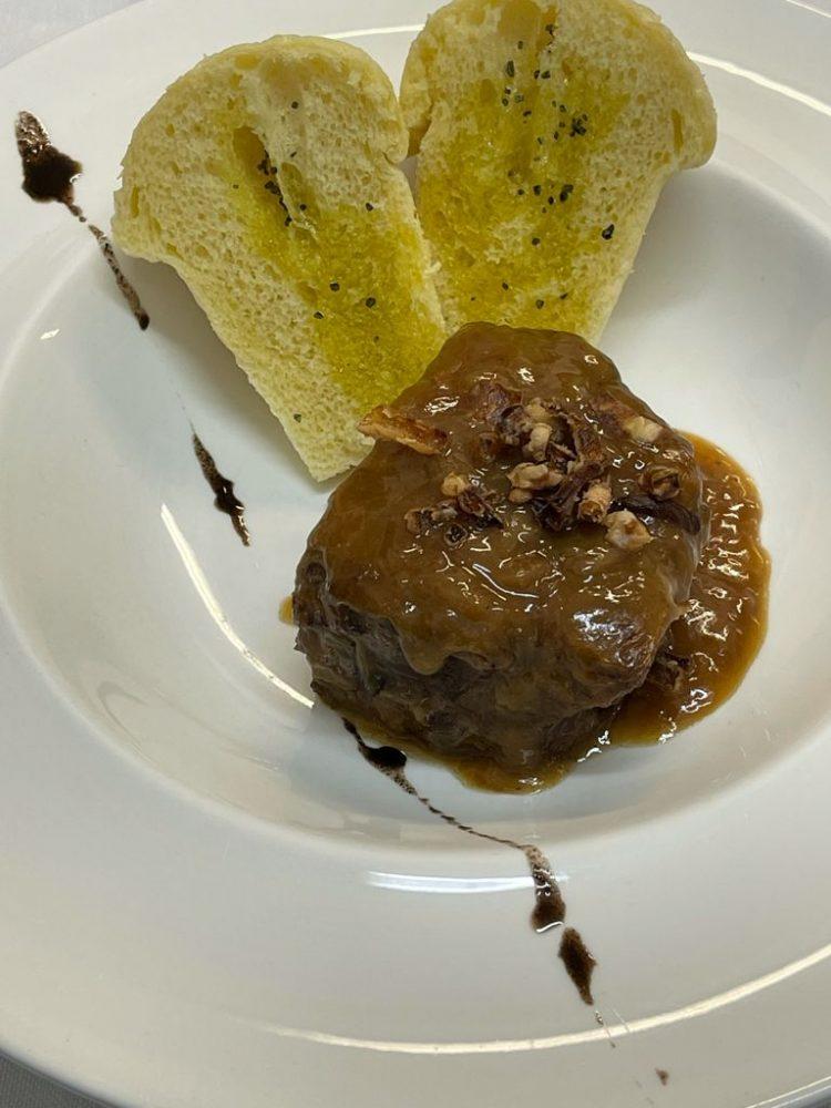 DUBL AL SALVATORE - Stracotto di manzo alla genovese con babà salato cotto al vapore