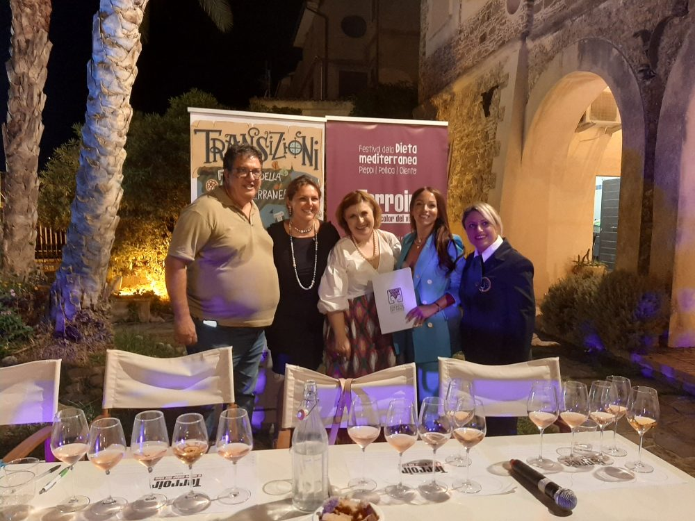 Luciano Pignataro e Manuela Russo con le Donne del Vino