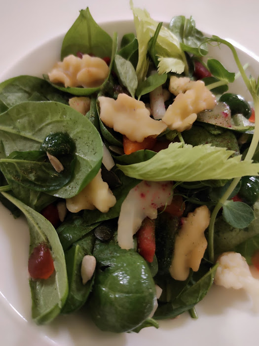 Palazzo Fiuggi, insalata di spinacini, bacche di goji e noci