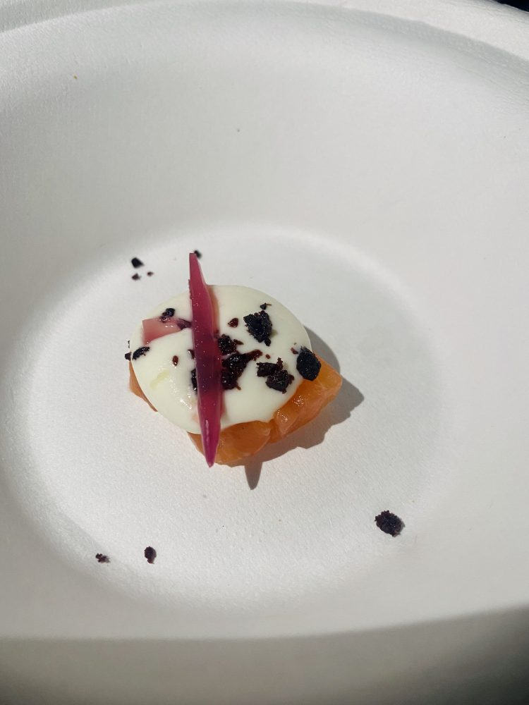Salmone gravalx, olive dry, lattica di bufala e cipolla marinata - Casa Setaro
