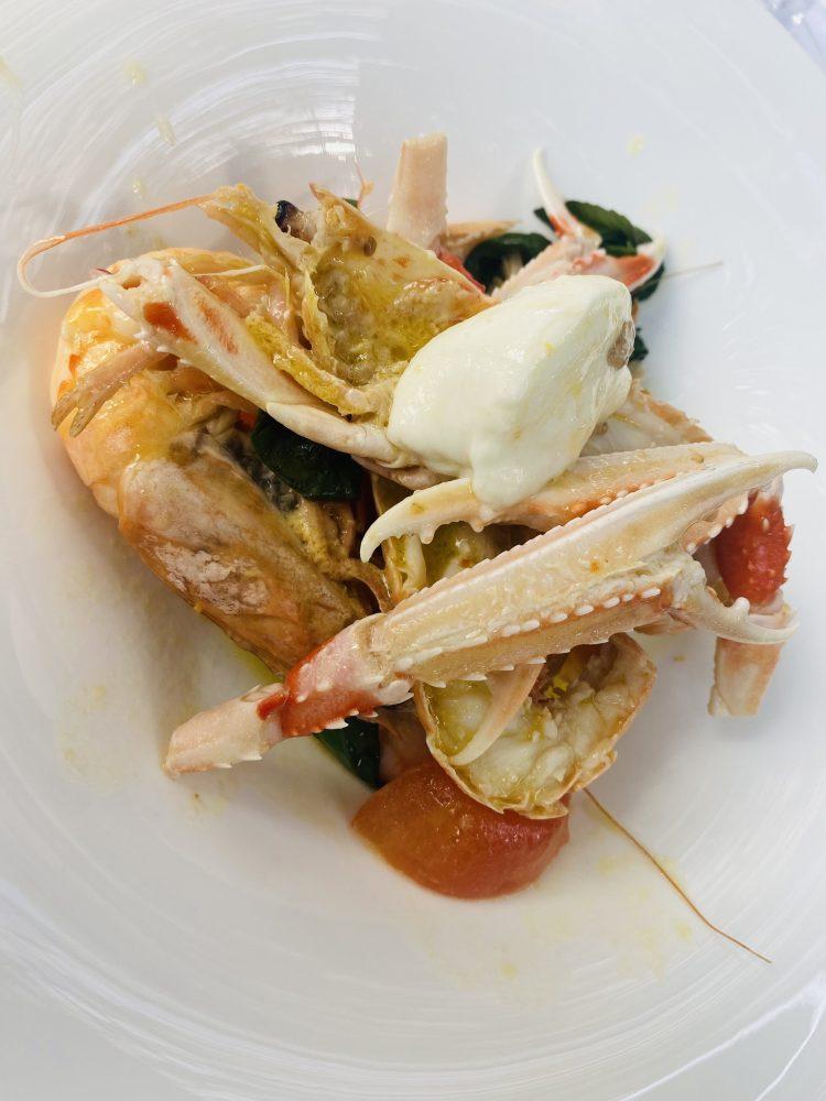 La Capanna di Eraclio - Padellata di scampi e mozzarella di bufala nel piatto