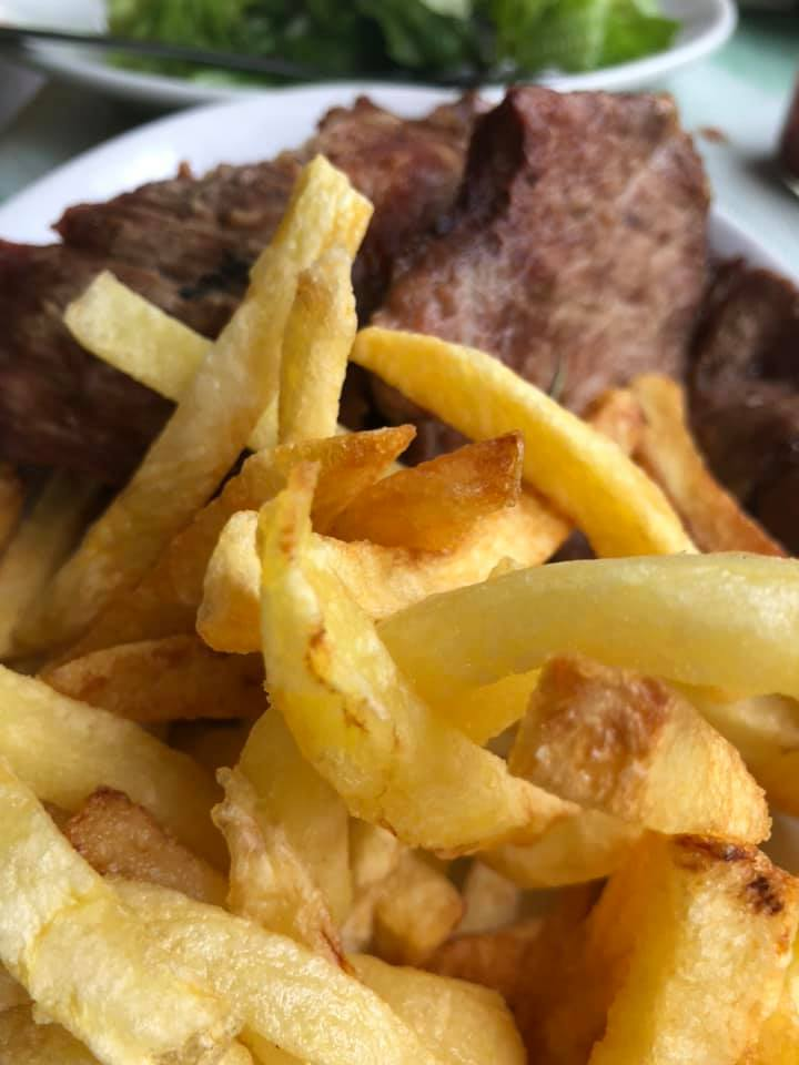 Carne di maiale e pollo e patate fresche