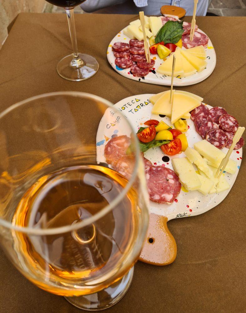 Enoteca Campi Taurasini - Il tagliere in accompagnamento al vino