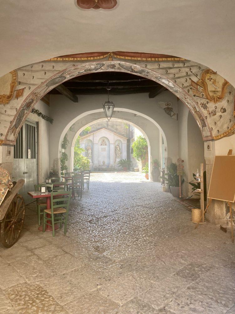 Palazzo Rainone - Filo Cafe', ingresso